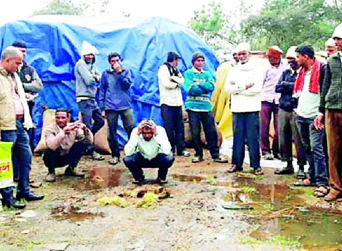 The Federation should compensate 'those' farmers | 'त्या' शेतकऱ्यांना फेडरेशनने नुकसान भरपाई द्यावी