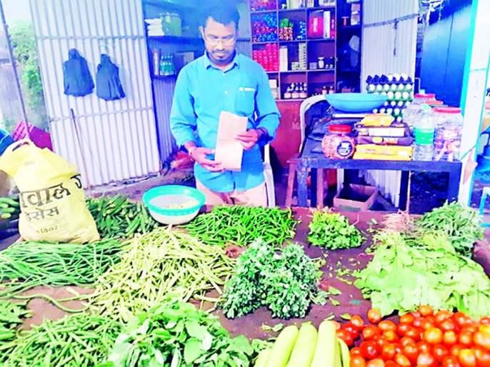 Vegetable vendor struggling for a plastic ban | प्लास्टीक बंदीसाठी झगडणारा भाजी विक्रेता