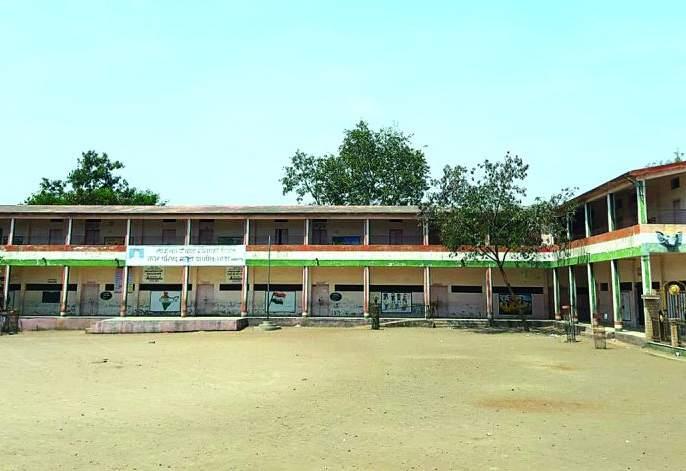 3 schools closed in Municipality of Khamgaon   खामगाव शहरातील नगर पालिकेच्या १४ शाळा बंद