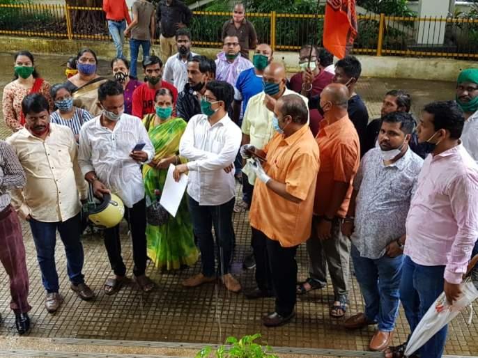 MNS raids MTNL Prabhadevi office   एमटीएनएल प्रभादेवी कार्यालयावर मनसेची धडक