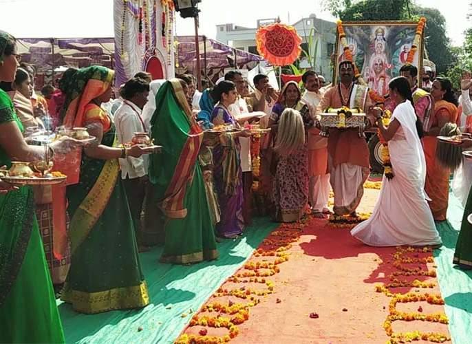 Narendracharya Maharaj Paduka Pujan at Vissarwadi | विसरवाडी येथे नरेंद्राचार्य महाराज पादुका पूजन