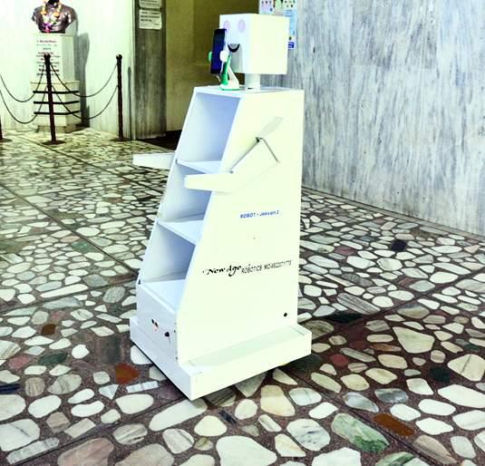 'Corona Fighter Robot' in 'Civil' to serve coronary patients | कोरोनाग्रस्त रुग्णांच्या सेवेसाठी 'सिव्हिल'मध्ये 'कोरोना फायटर रोबोट'