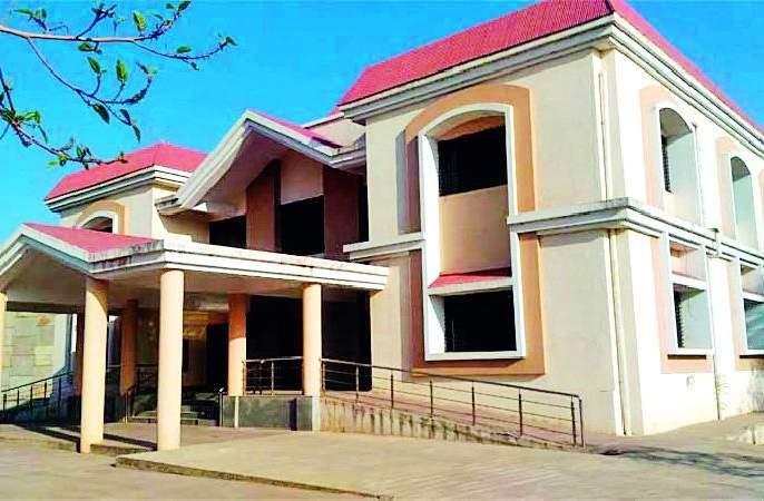 Three days of Sethaji's guests were held in the villa | विश्रामगृहात सेठजींच्या पाहुण्यांचा तीन दिवस ठिय्या