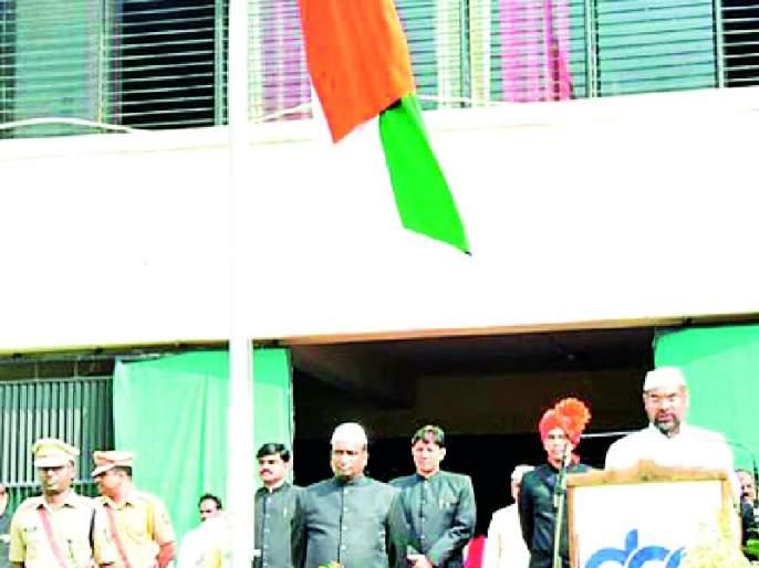 During the crisis, Maharashtra showed unity | संकट काळात महाराष्ट्राने एकतेचे दर्शन घडविले
