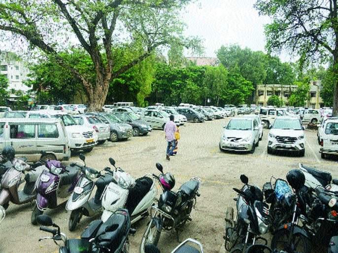 Company's smart parking outside the work area | कार्यक्षेत्राबाहेर जाऊन कंपनीचे स्मार्ट पार्किंग