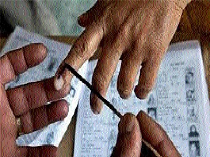 In the Beed Lok Sabha constituency, 100 liters ink will be required for 20.41 lakh voters   बीड लोकसभा मतदार संघात २०.४१ लाख मतदारांच्या बोटावर लागणार तब्बल १०० लिटर शाई