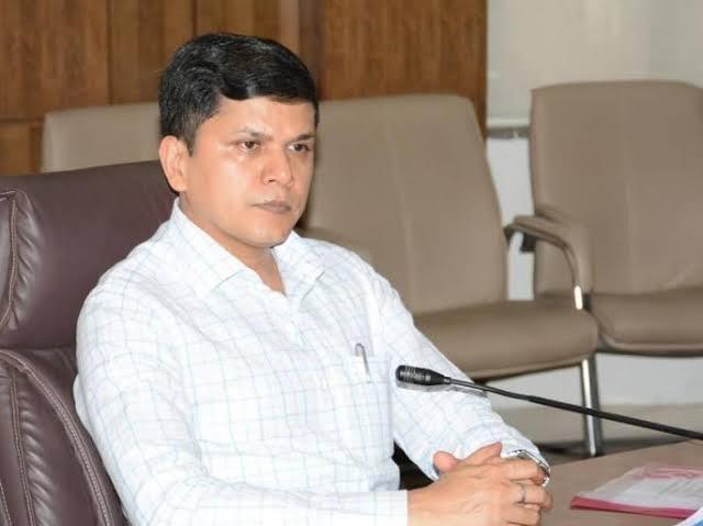 Divisional Commissioner Saurabh Rao orders to banks not to harass borrowers by appointing agents background of corona   एजंट नेमून कर्जदारांची छळवणूक करू नका: विभागीय आयुक्तांचा बँकांना आदेश