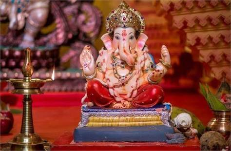 Good Decision, Celebrate Ganeshotsav in the temple itself without putting up a mandap by 50 Ganesh Mandals in Pune   कौतुकास्पद निर्णय; पुण्यातील ५० गणेश मंडळांचा मांडव न घालता मंदिरातच गणेशोत्सव साजरा करण्याचा निर्णय