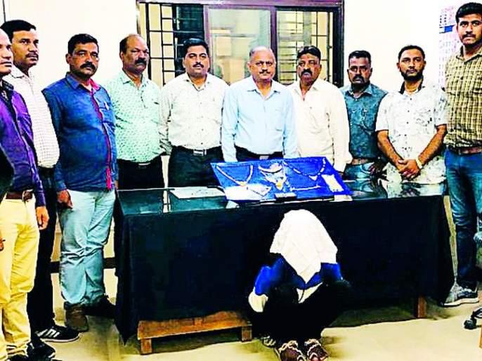 The youth, along with three minors, stole nine lakhs of gold | तीन अल्पवयीनांसह तरुणाने चोरले होते नऊ लाखांचे सोने