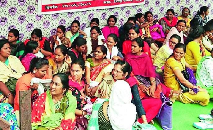 Movement of health workers in front of Zilla Parishad | आरोग्य कर्मचाऱ्यांचे जिल्हा परिषदसमोर ठिय्या आंदोलन