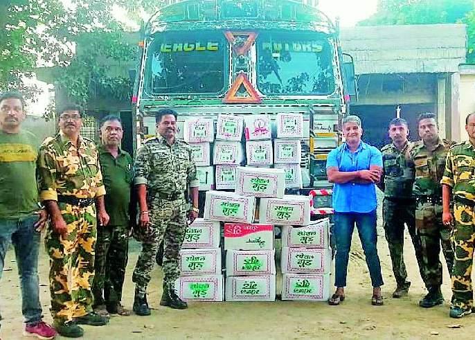 truck seized | आष्टीत ट्रकभर गुळ जप्त