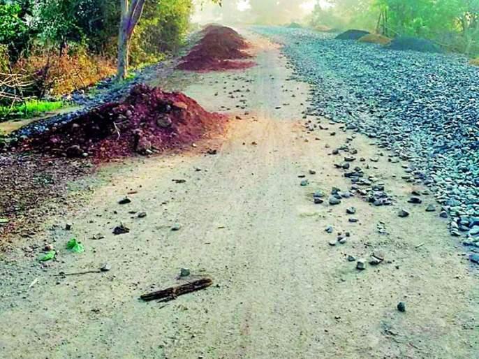 Shanda-road arjuni road becomes Khaddepur | शेंडा-सडक अर्जुनी मार्ग झाला खड्डेपूर