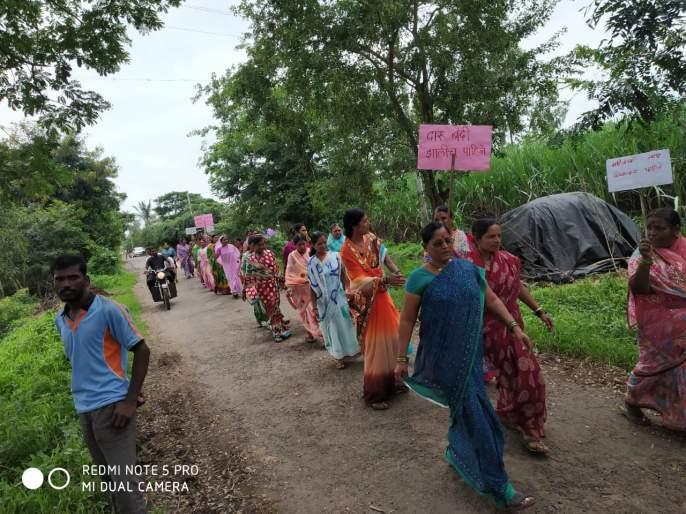 Sangli women attacked at illegal liquor base | अवैध दारू अड्ड्यावर सांगलीच्या महिलांचा हल्लाबोल