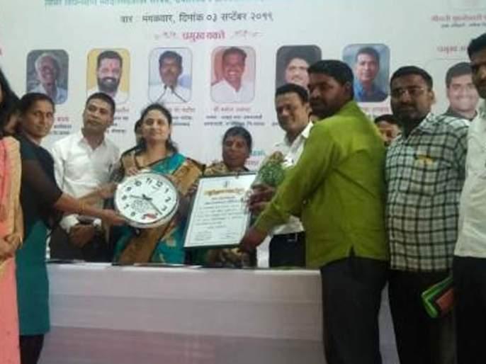 Manori Gram Panchayat was the first in the Nandurshingote group in village cleanliness | ग्रामस्वच्छतेत नांदूरशिंगोटे गटात मानोरी ग्रामपंचायत प्रथम