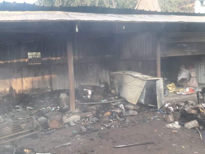 Fire at the sweet shop at Wani | वणी येथे मिठाईच्या दुकानाला आग