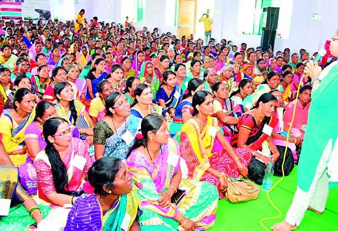 Women farmers are the only battlefields in the epic | महिला शेतकरीदिनी महाकाळीत एकवटल्या रणरागिणी