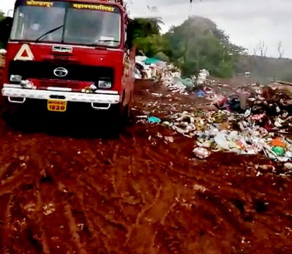 Satara Municipality: Road waste .. Ann the spot penalty   सातारा नगरपालिका : रस्त्यावर कचरा.. आॅन दि स्पॉट दंड