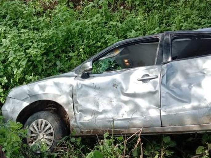 A car accident, one youth killed, four seriously injured   भरधाव कार झाडावर आदळली, युवक ठार, चार गंभीर