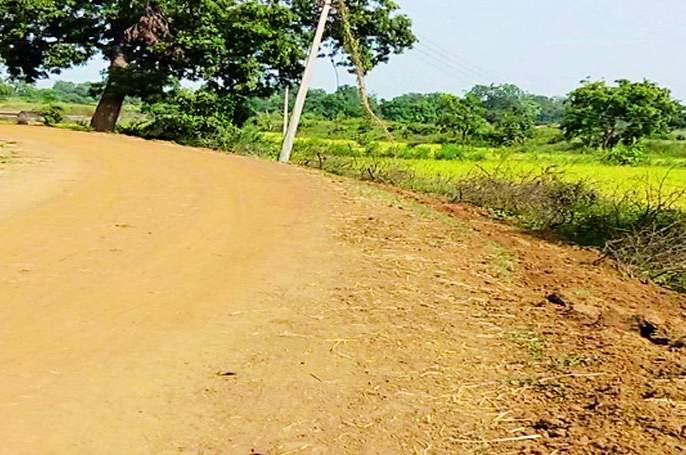 Villagers oppose tap water scheme | नळ योजनेच्या कामाला गावकऱ्यांचा विरोध