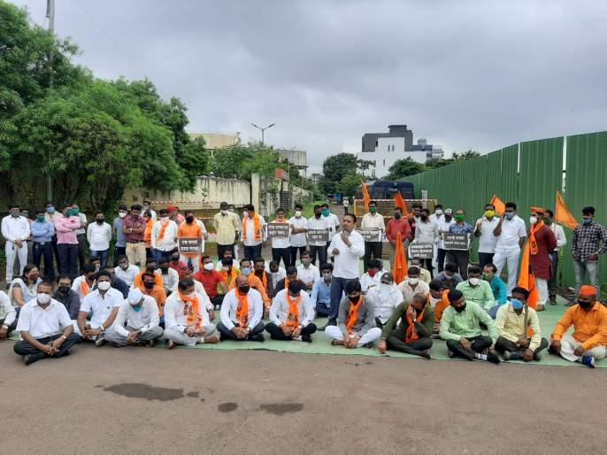Sit-in agitation in front of Bhujbal's house of Maratha Kranti Morcha | मराठा क्रांती मोर्चाचे भुजबळ यांच्या घरासमोर ठिय्या आंदोलन