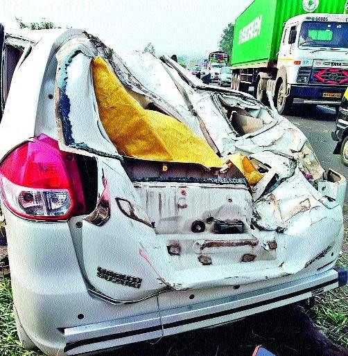 One seriously injured in a car accident   कार अपघातात एक गंभीर जखमी