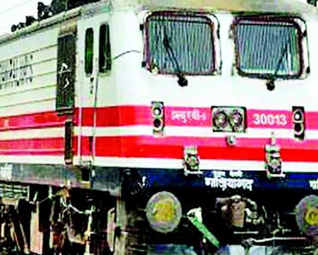 Nagbhid-Nagpur railway line halts | नागभीड-नागपूर रेल्वेमार्ग अधांतरीच