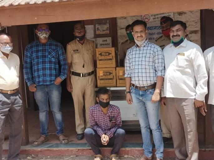 Police crackdown on illegal sale of liquor in Dindori | दिंडोरीत पोलिसांची अवैध दारू विक्रीविरुद्ध मोहीम