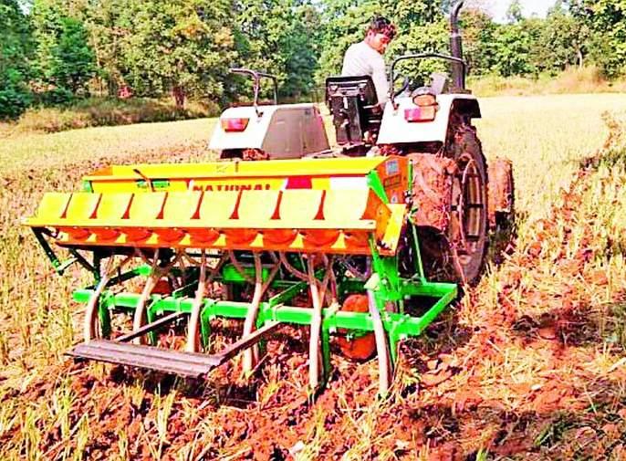 Sowing Rabi season by machine | यंत्राद्वारे रबी हंगाम पेरणी