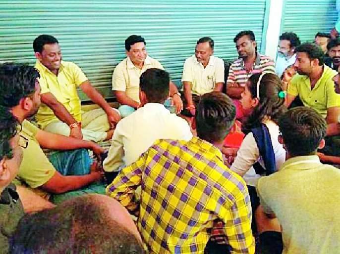 Scarcity of livelihood in Attapalli due to agitation   आंदोलनाने एटापल्लीत जीवनोपयोगी वस्तूंची टंचाई