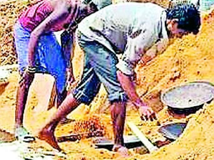 Robbery of labor by brokers | दलालांकडून कामगारांची लूट