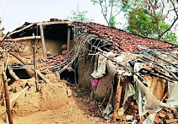 The needy beneficiaries get a home loan | गरजू लाभार्थ्यांना घरकूल मिळेना