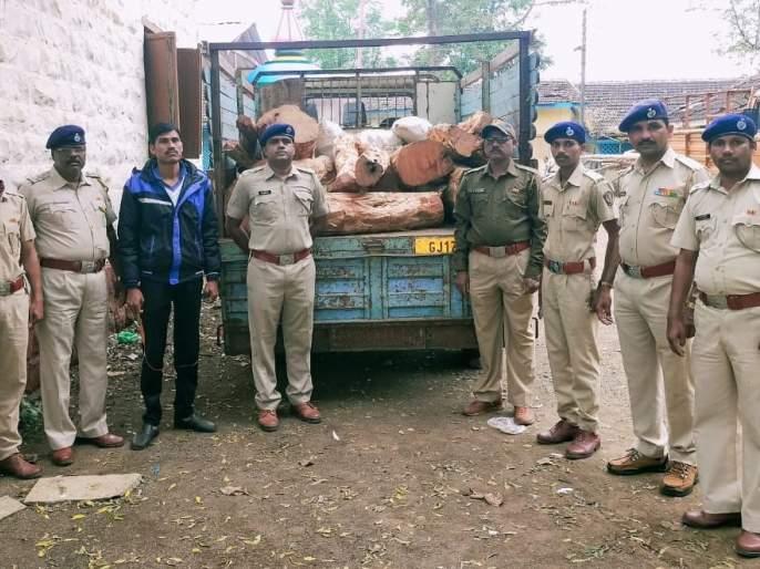 Khaira's illicit traffic 'break' | खैराच्या अवैध वाहतुकीला 'ब्रेक'