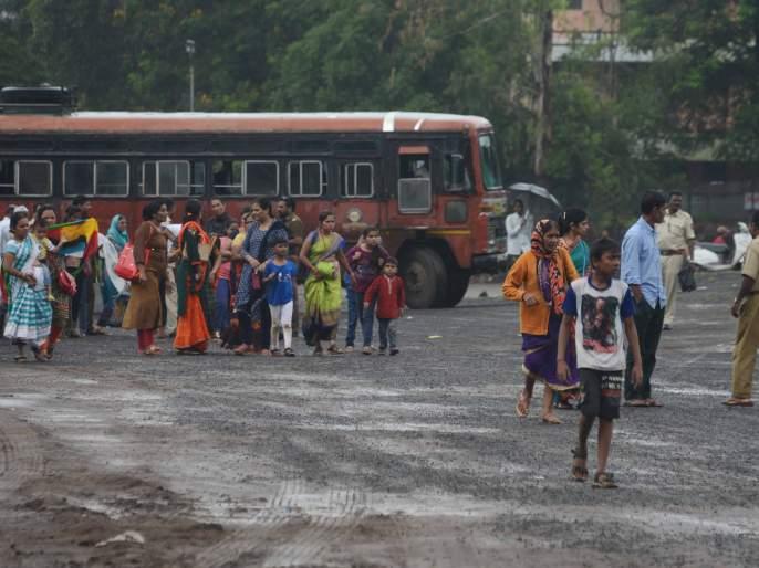 Thousands of devotees leave by bus to Trimbak | २५ हजार भाविक बसने त्र्यंबककडे रवाना