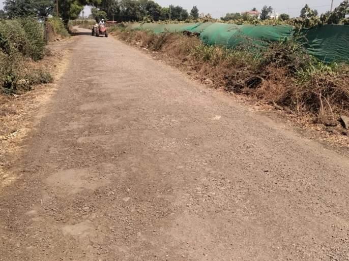 Distance of Pimpalgaon-Chhargaon Road; Disadvantages of citizens | पिंपळगाव-आहेरगाव रस्त्याची दूरवस्था; नागरिकांची गैरसोय