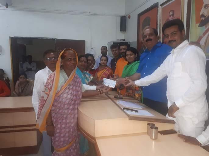 1 crore 20 lakhs distributed to 54 beneficiaries for Trimbakkala Gharkul   त्र्यंबकला घरकुलासाठी ५४ लाभार्थींना एक कोटी २० लाखांचे वाटप
