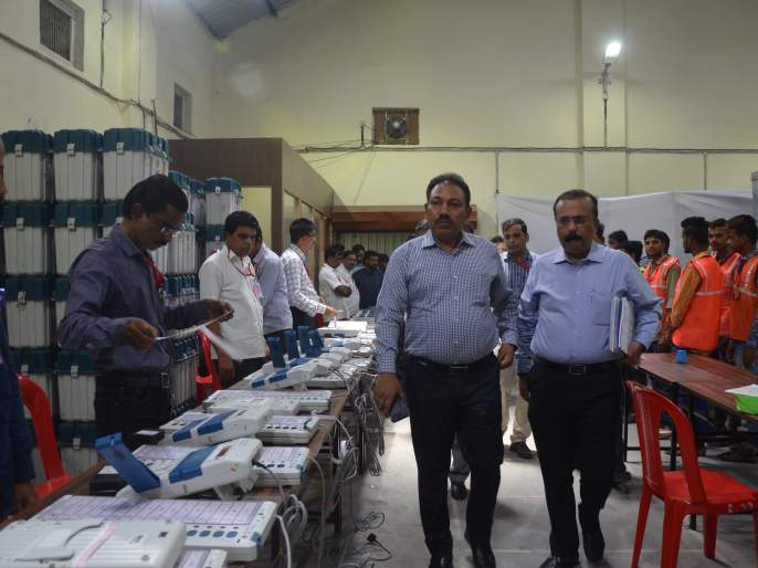 Overview of District Election Machines with EVM Machines by Chief Electoral Officers | मुख्य निवडणूक अधिकाऱ्यांकडून ईव्हीएम मशिन्ससह जिल्ह्यातील निवडणूककामांचा आढावा