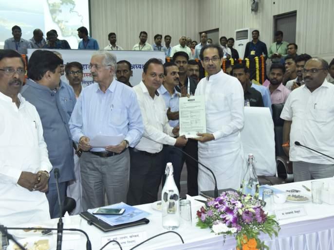 Allotment of clearances at CM's hand to new entrepreneurs | नव उद्योजकांना मुख्यमंत्र्यांच्या हस्ते मंजुरीपत्रांचे वाटप