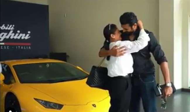 When husband give 4.8 crores supercar gift for his wife ... | जेव्हा पती त्याच्या पत्नीला 4.8 कोटींची सुपरकार गिफ्ट करतो...
