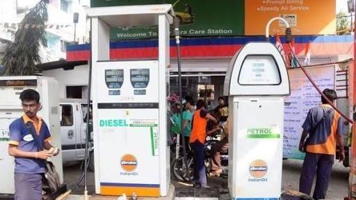 Despite rising petrol and diesel prices, Indian Oil's profit fell by Rs 15,000 crore | पेट्रोल-डिझेल भाववाढ होऊनही इंडियन आॅइलचा नफा १५ हजार कोटींनी घटला