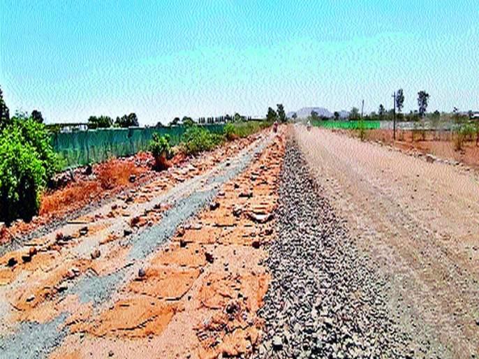 Wani-Saputara road work, fear of constabulary of danger | वणी-सापुतारा रस्त्याच्या कामामुळद्राक्षबागा धोक्यात येण्याची भीती