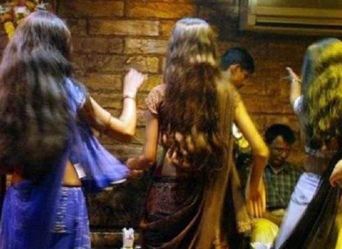 Lackdown on paper, Bar opened till midnight   लाॅकडाऊन नावालाच, बारमध्ये रात्री उशिरापर्यंत 'झिंगाट'
