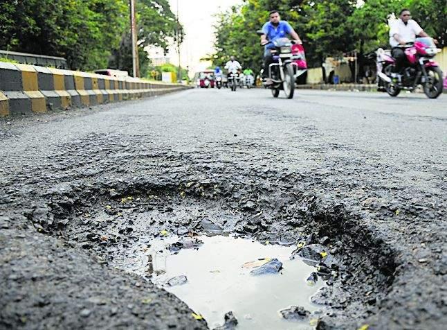 More potholes in the cement roads in Nagpur | नागपुरात सिमेंट रस्ते असलेल्या भागातच जास्त खड्डे