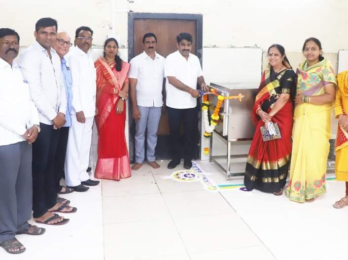 Coffin facility in Savitribai will take three more coffins: Deshmukh | 'सावित्रीबाई'मध्ये शवपेटीची सुविधा, आणखी तीन शवपेट्या घेणार : देशमुख
