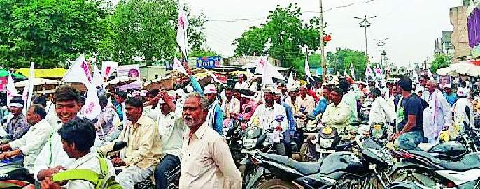 Maharashtra Election 2019 ; Bachchu Kadu demonstrates power at Chandur Bazaar   Maharashtra Election 2019 ; बच्चू कडू यांचे चांदूरबाजार येथे शक्तिप्रदर्शन