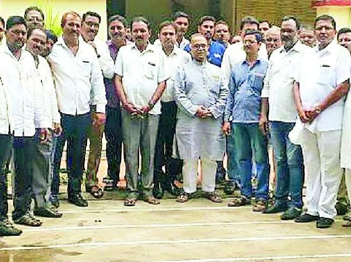 Congress aggression on farmers' questions | शेतकऱ्यांच्या प्रश्नांवर काँग्रेस आक्रमक