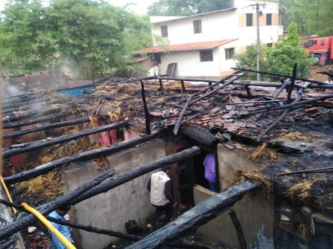 Loss of 60 lakhs due to fire at aapti in the Bhor taluka | भोर तालुक्यातील आपटीत आग, ६० लाखांचे नुकसान..