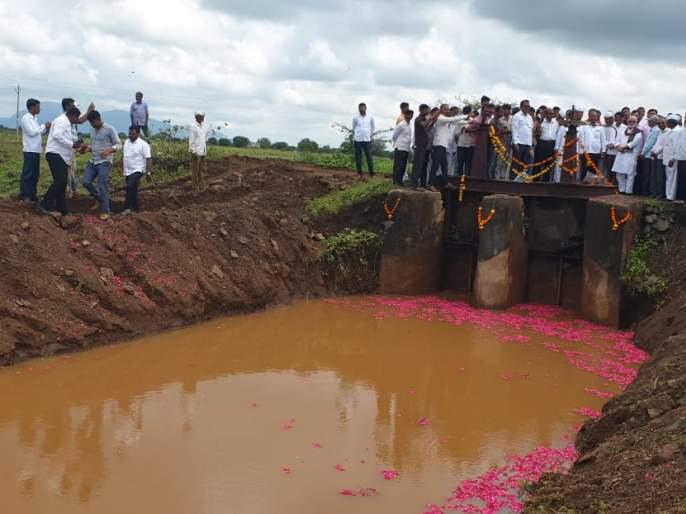Water released from Darswadi Dam for drought-hit Yeola taluka | दुष्काळग्रस्त येवला तालुक्यासाठी दरसवाडी धरणातून सोडले पाणी