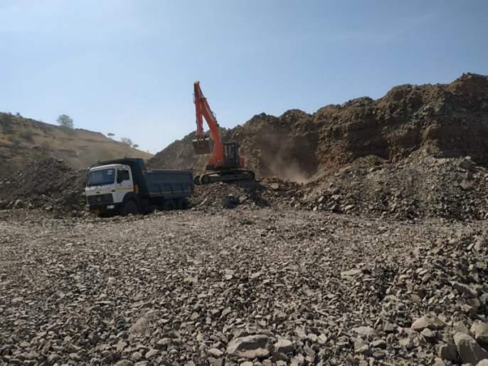 Mountain broken work with rules neglected in kanersar   कनेरसरमध्ये नियम धाब्यावर बसवून डोंगर होतोय भुईसपाट