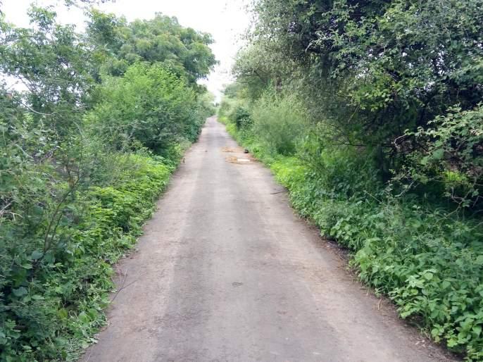 Road encroachment removed from the community   लोकवर्गणीतून काढले रस्त्यावरील अतिक्रमण