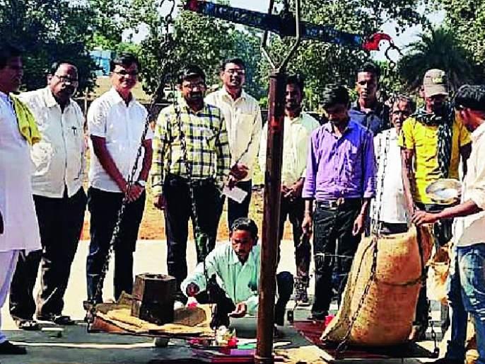 Launch of paddy procurement | कोरचीतून धान खरेदीचा शुभारंभ